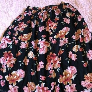 Floral Patterned Skirt with Pockets.